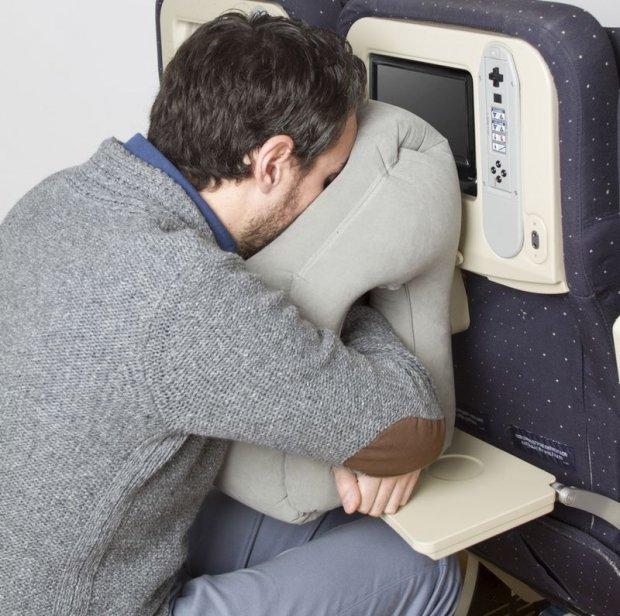 Image result for خوابیدن در هواپیما